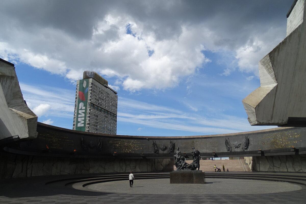 площадь Победы, разрыв Блокадного кольца вокруг Ленинграда - Sabina