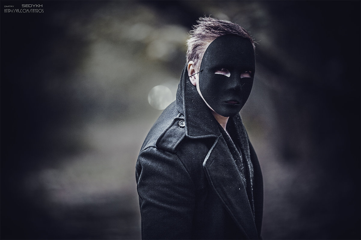 Кто прячет лицо за маской