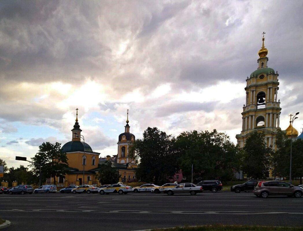 Церковь Сорока Мучеников Севастийских в Спасской слободе и колокольня Новоспасского монастыря в Моск - ТаБу