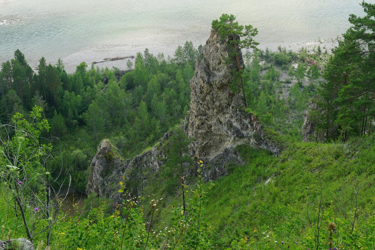 Каменное извояние природы, р Китой недалеко от пещеры Козий двор. - Nikolay Svetin