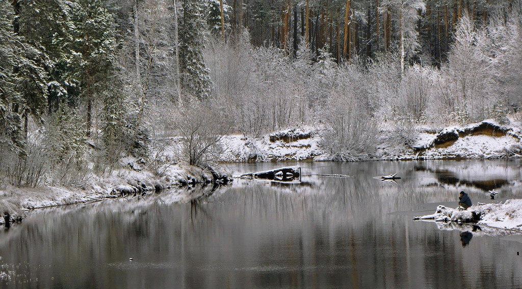 гармония вокруг и красота, пусть поплавок под воду не ныряет...) - Татьяна .