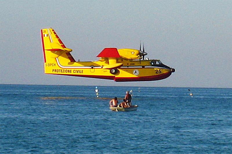 Пожарный самолёт и рыбаки - Рома Кондратьев