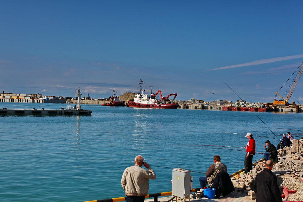 в Сочинском порту: местные рыбаки - Александр Сендеров