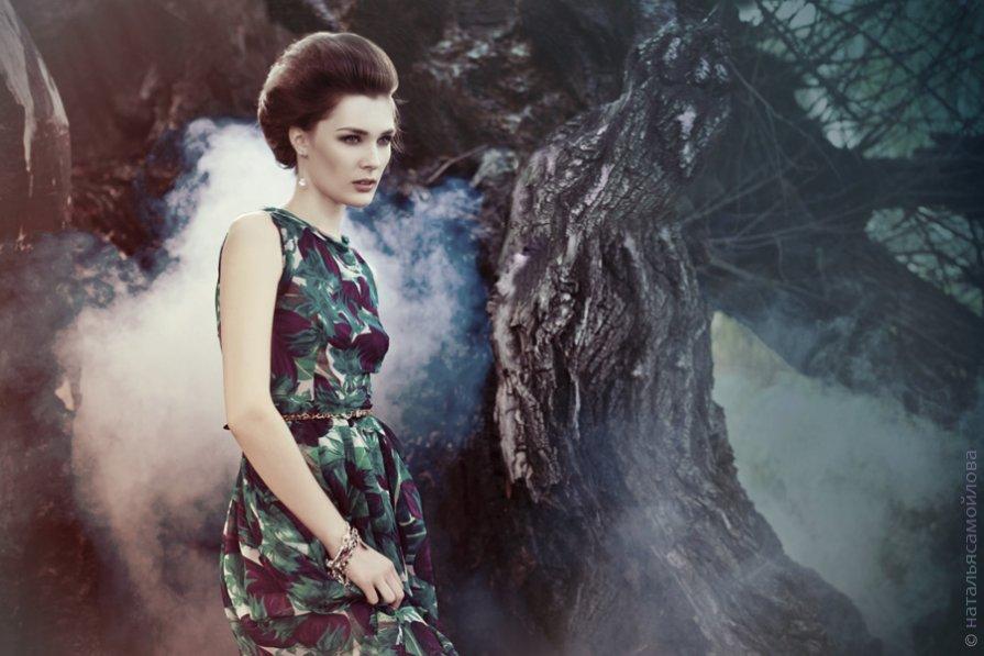 У дерева - Наталья Самойлова
