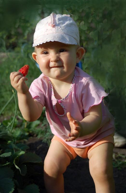 Мам,я нашла ягодку!!! - Вероника Любимова