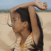 Девочка и пески :: Вольный Путешественник