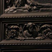 Фрагмент двери Исаакиевского собора :: Владимир Андреев