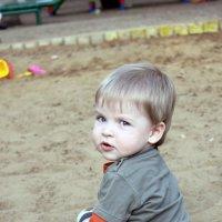 Ребенок в песочнице :: Валерия Похазникова