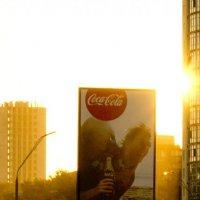 Золотистый закат в городе :: Евгений Лисниченко