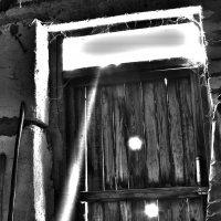 мрачная дверь :: Александр Савин