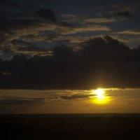 Солнце заходит :: Денис Мартынов