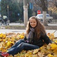 Девушка на листьях :: Helga Olginha
