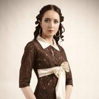 Портрет девушки в коричневом костюме :: Александр Титов