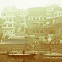 Varanasi.  Rana Mahal Ghat :: Pekka Lakko