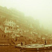 Foggy Varanasi. :: Pekka Lakko