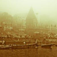 Foggy Varanasi :: Pekka Lakko