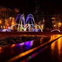 Огни фонтана :: Юрий Стародубцев