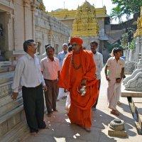 2012 год. Индия. Свами монах, который приглашен для совершения пуджи. Он Шайва - поклоняется Шиве :: Владимир Шибинский