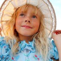 девочка в шляпе :: Алёна Хэмпер