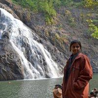 2012 год. Индия. Девушка и водопад :: Владимир Шибинский