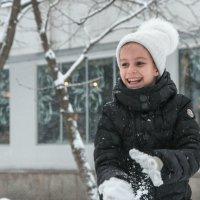 зима, снежки. :: Евгений Поляков