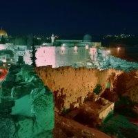 Вид на Мусорные ворота со стены Старого города. Иерусалим. :: Игорь Герман