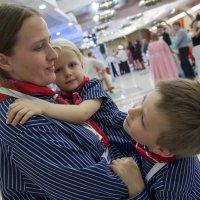 Семья на празднике :: Светлана Яковлева
