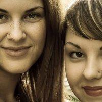 Подружки, а одну солнышко любит... :: Sergey Kuznetcov