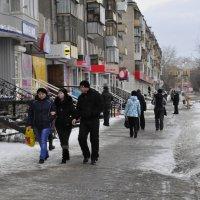 На улицах.Каменск-Уральск. :: Николай Гирев
