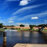 Летний вид на Новгородский кремль с противоположного берега Волхова :: Евгений Никифоров