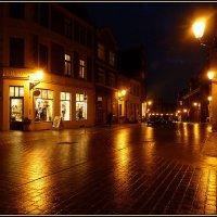 Улица, ночь, фонарь... Аптека за углом... :: Владимир Секерко