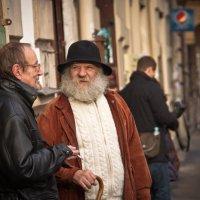 Разговор на улице :: Виталий Латышонок