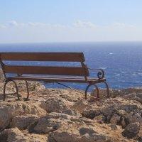 Скамейка на мысе :: Tanya Sharaeva