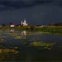 Перед грозой в Суздале :: Виктор Перякин