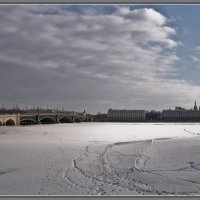 Вид на Троицкий мост и Дворцовую набережную с Иоанновского моста :: Сергей В. Комаров