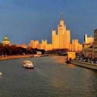 вид с большого москворецкого моста :: Александр Шурпаков