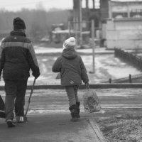Брат с сестрой, на каток :: Виктор Корыстин