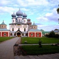 Тихвинский монастырь :: Александр Малышев