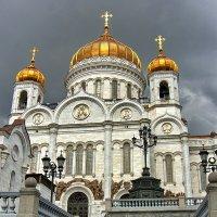 Тучи над храмом (Храм Христа Спасителя, Москва) :: Владимир Тарасов