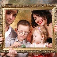 Семейный портрет в рамке :: Николай Хондогий