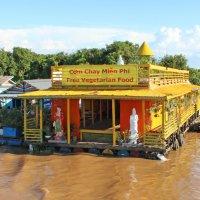Камбоджа. Озеро Тонлесап. Плавучий ресторан :: Владимир Шибинский