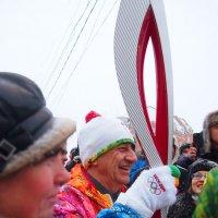 Эстафета олимпийского огня. Факелоносец! :: Николаева Наталья