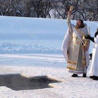 Не очиститься сошел в воду Спаситель, а очистить её! :: Ирина Данилова
