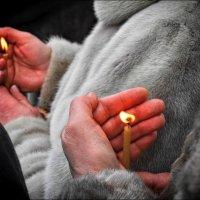 Горит свеча, стекает воск... :: Владимир Бровко