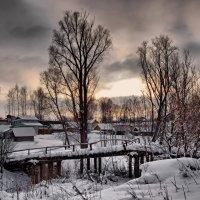 Вечер. Старый мост. :: Владимир Макаров