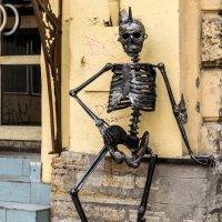 Железный человек на улице Питера :: Александр Неустроев