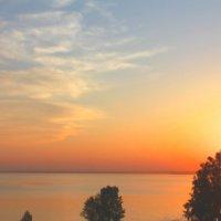 Начало заката над Бердским заливом :: Наталья Золотых-Сибирская
