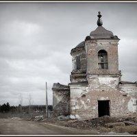 Заброшеный храм под Красноярском :: Наталья Катцина