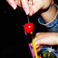 cherry :: Sanejana Bochek