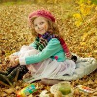 Девочка на траве :: Николай Шлыков